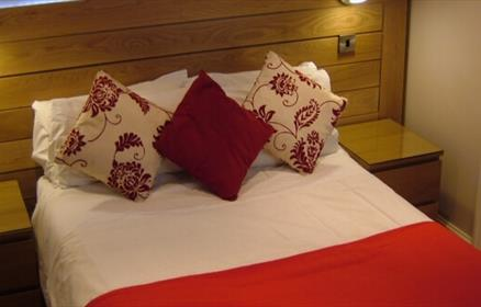 Aachen's en-suite bedrooms offer cable TV, flat screen TV/DVD and tea/coffee making facilities
