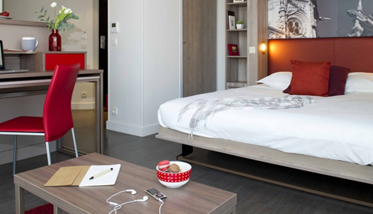 Rooms in the Adagio Aparthotel offer free Wifi, fully equipped kitchen and ensuite bathrooms