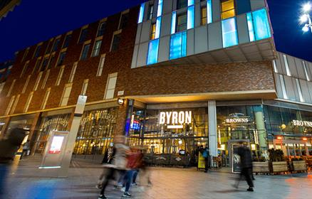 Byron Burgers, Liverpool ONE at night time