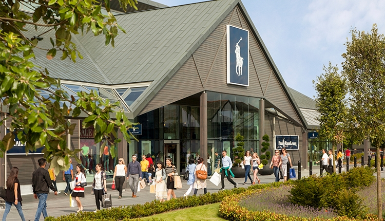 Cheshire Oaks comercial Outlet